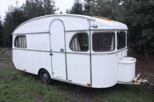 ort zeit der wohnwagen restaurierung vintage caravan. Black Bedroom Furniture Sets. Home Design Ideas